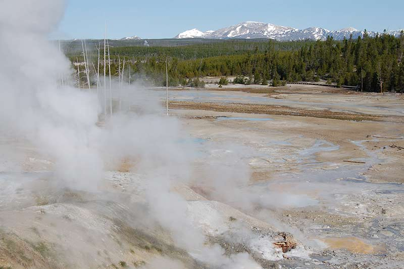 yellowstone-geyser-1-tour-1312-from-vegas