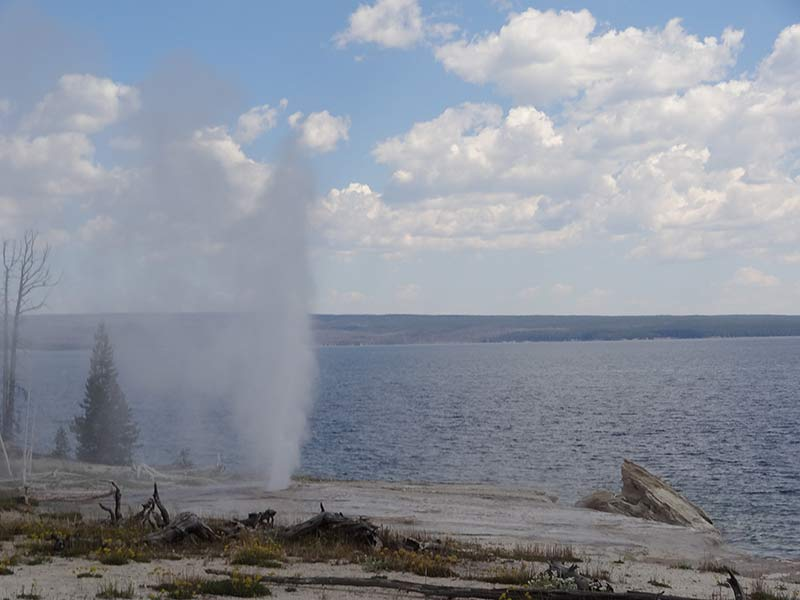 yellowstone-geyser-and-lake-1399