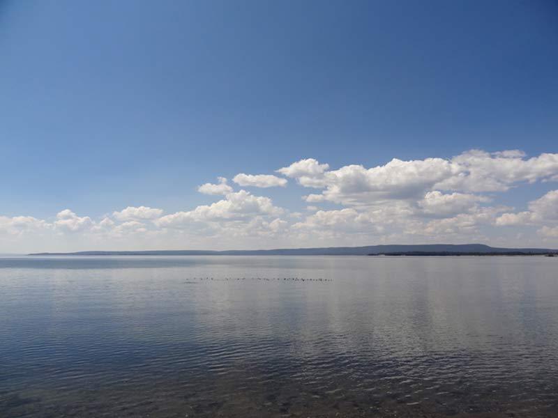 yellowstone-lake-beautiful-view-1399
