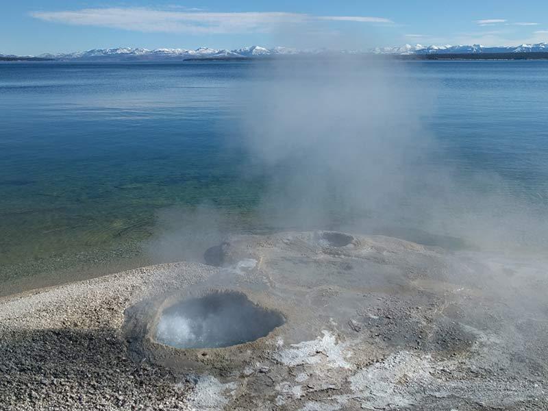 yellowstone-lake-geyser-1397